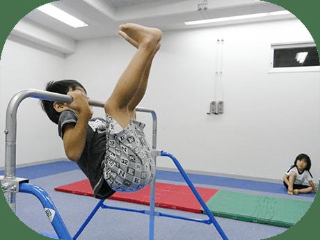 専門講師による体育(鉄棒・跳び箱・マット運動) サッカー授業の実践